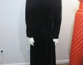Vintage 30s Velvet COAT / Art Deco 30s Black Velvet Stand Up Collar - Pintucked Collar and Sleeve / Long Evening Coat / COSPLAY / Size Small