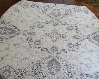 Vintage Queens Lace Rectangular Tablecloth 65 x 36