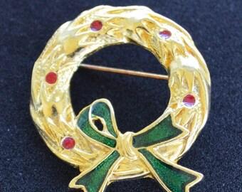 On sale Pretty Vintage Holiday Christmas Wreath Brooch, Pin, Gold tone, Enamel (V11)