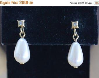 ON SALE Pretty Vintage White Faux Pearl Teardrop, Rhinestone Dangle Pierced Earrings, Gold tone (N13)