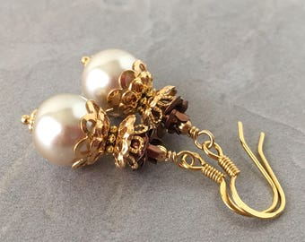Beige Pearl Dangle Bride Earrings, Beige Wedding Jewelry, Pearl Earrings in Gold, Bridal Jewelry Beige and Brown, Bead Earrings