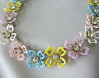 Floral Link Necklace, 1950s, Pastel Colors, Rhinestone center, White, Pink, Blue, Yellow, Purple, Plastic