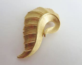 Vintage Trifari Crown Swirl Brooch - Textured Gold Tone Large Abstract Swirl Feather Brooch - Mid Century Women Brooch