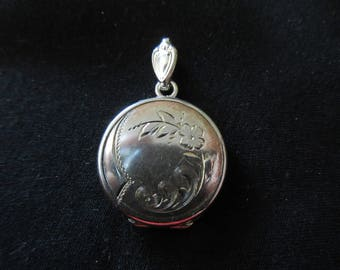 Vintage Antiqiue Sterling Silver Engraved Photo Locket Necklace Pendant