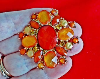 "Vintage  2"" gold tone tone orange modernist brooch with lucite rhinestone accents in great condition, appears unworn"