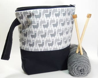 Knitting project bag, Alpaca print fabric, large zipper pouch, yarn bag, knitters gift, knitting pouch, tote with wrist strap