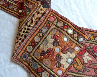 "Vintage India Textile - Rustic Embroidered Mirrored Kantha Cloth Belt Sash - 7"" x 54"""