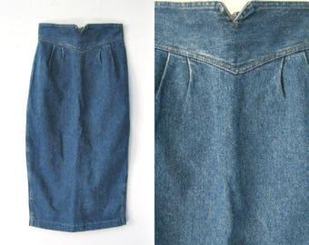 Vintage 80s denim pencil skirt / high waist form fitting 1980s jean skirt