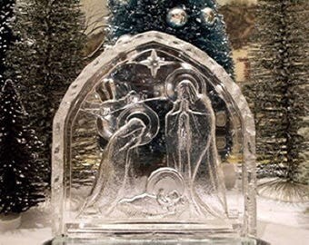 vintage AVON nativity, Clear Glass. Arched, Free Standing Minimalist Christmas scene. Also includes set of 6 glass figurines & mirrored base