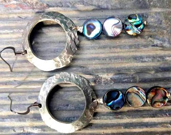 metal earrings with dangling abalone shell beads//abalone//metal earrings//earrings//dangle earrings//aluminum//metal//ladies//jewelry