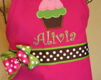 Cupcake Apron, Personalized Embroidery, Hot Pink Apron With Cupcake, Birthday Party Favor, Birthday Gift for Girl, Fancy Cupcake Apron