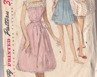 Misses Nightgown ~ Shortie ~ Bloomers Pattern ~ Simplicity 1553 Size 18 Pattern ~ Square Or Rounded Neckline ~ Bloomers ~ Cut But Complete
