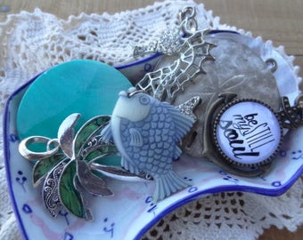 Vintage jewelry lot - Sea Jewelry - Nautical - Palm Tree- Anchor Soul - Charms - Sea Jewelry - Sand Dollar Charm - D241