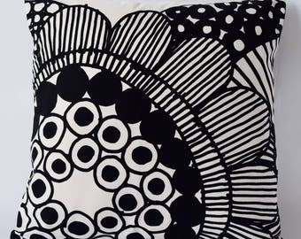 Marimekko Pillow | 18x18  Sirtolapuutarha pattern by Maija Louekari | Black-white | Floral Pillow (45x45cm)