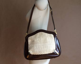 WEEKEND SALE! vintage 1970's 70's purse / Lou Taylor handbags / shoulder bag / mirror compact / two tone straw and pleather / retro chic