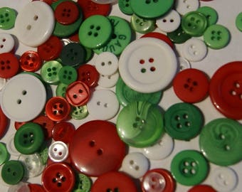 50  Green  Red  White  , Assorted sizes, Christmas Button Mix Sewing Crafting Jewelry Collect (1411)