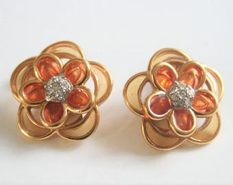 Vintage clip on earrings.  Flower earrings. Vintage jewellery