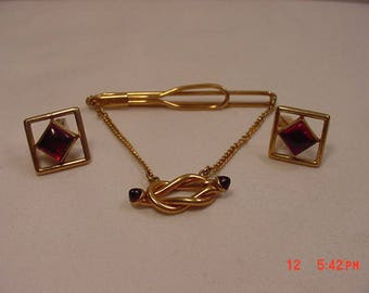 Vintage Gold Tone Metal With Red Stones Tie Bar & Cuff Links Set  18 - 99