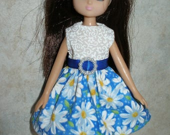 """Handmade 7"""" doll clothes for Lottie - Blue and White Daisy Print Dress"""