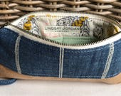 Navy blue and off-white LINEN & tan sheepskin LEATHER wristlet pouch: light green pockets   gold, navy blue and pink bees lining