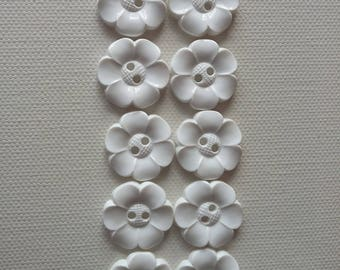 SALE Lot of 10 Flower Buttons - 1 Inch- White  WAS 4.50 NOW 3.50