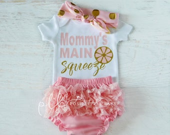 Baby Bodysuit/ Mommy's Main Squeeze/ Baby Girl Clothes / Baby Girl Set/ Baby Girl Bodysuit/ Baby Shirt/ Coming Home Outfit/ Baby Shower Gift