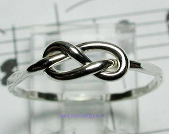 Sterling Silver Figure 8 Ring. Lovely.
