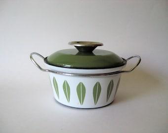 Smaller mid century vintage Cathrineholm green lotus enamel glazed pot with lid mod floral dutch oven metal handles