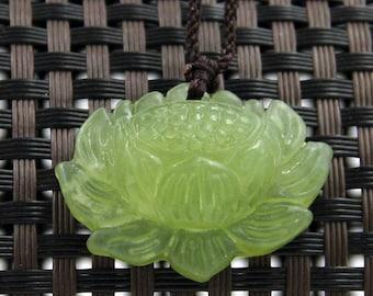 Natural Green Xiu Jade Carved Tibet Buddhist Auspicious Lotus Amulet Talisman Bead Pendant 30mm x 20mm  T2269
