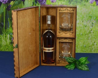 Personalized Spirits Box with 2 Custom Etched Tumblers