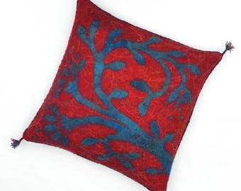 "Felted cushion cover, red and blue with flower, 50 x 50 cm (19,68"" x 19,68"")"