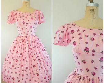 Vintage 1950s Dress / Pink Roses / Flutter Sleeve / Small