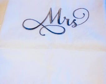 Pillow cases personalized -   Set of 300 ct  - Cotton Pillow cases - Mr and Mrs embroidered - Shower Gift - Wedding - Christmas