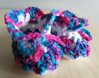 Crochet baby booties white pink blue