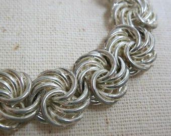 Silver Tone Link Bracelet, Swirling Silver Metal Link Bracelet, Mid Century Link Bracelet, Metal Wire Link Bracelet, Vintage Silver Bracelet