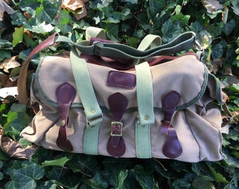 Beautiful leather and canvas battenkill fishing bag / camera tote - 1960s era - Made in the USA by Orvis