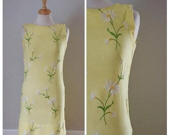 ON SALE Vintage 1960s Embroidered Daisy Sheath Dress