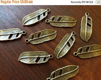 ON SALE 40 x Antique Brass Feathers Small Natural Feather Charms Bronze Earring Charms Cute Feather Pendants
