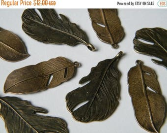 ON SALE 16 x Antique Brass Feathers Bronze Natural Feather Charms Pendants (8 of each) Necklace Feather Charms