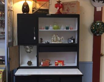 Vintage Hoosier cabinet  • mid centiru cabinet