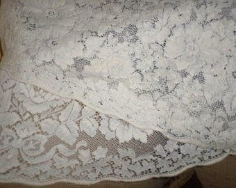 Round VINTAGE WHITE LACE Tablecloth/Clean/No Holes