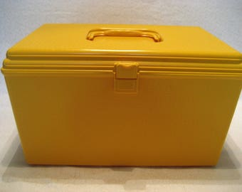 Large Wil Hold Gold Plastic Sewing Box with Tray Vintage 1970s Sewing, Craft, Sewing Notions Storage Box