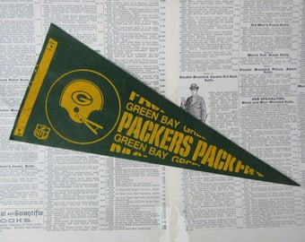 Vintage Green Bay Packers Football Pennant 1970s Era Small 12 Inch Aged  Mini Felt Pennant Banner Flag Vintage NFL Display Sports