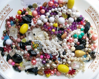 Vintage LOOSE BEAD LOT 14 oz Wood Acrylic Plastic Jewelry Destash Craft Mixed Media Upcycle Mosaic Collage .8