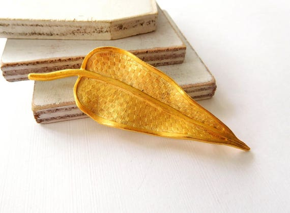 Vintage Basket Weave Texture Large Yellow Gold Tone Cherry Leaf Brooch Pin Z22