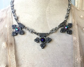 Pretty Renaissance Styled Necklace with Sparkling Stones in Purple Shades