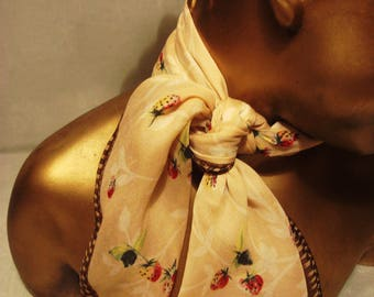 Vintage 1970s Beige in Strawberries Scarf