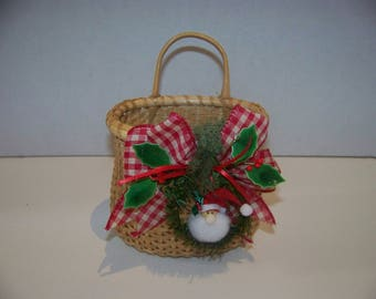 Christmas nantucket decorated basket light handles 7 by 5 in
