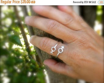 10%0FF Female and male symbol open ring