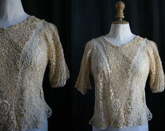 Antique bodice, linen bobbin laces and tulle embroidered, vanilla color.